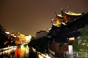 Qinhuai River at night.