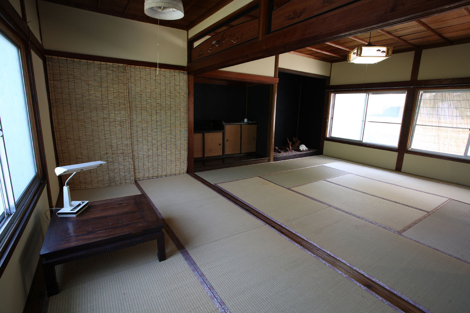 apanese style room with tatami flooring and a sliding door. Maximum 4~7 people.