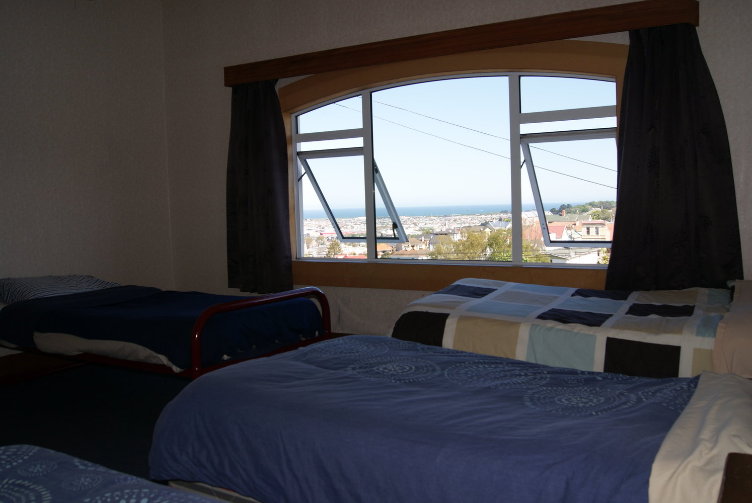 5-Bed Share room (with views of Pacific Ocean)