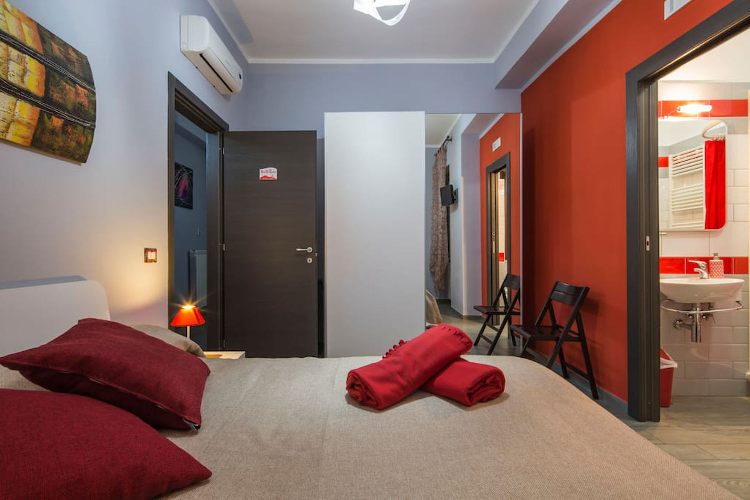 Bed and Breakfast Eco Pompei, standard double red room.