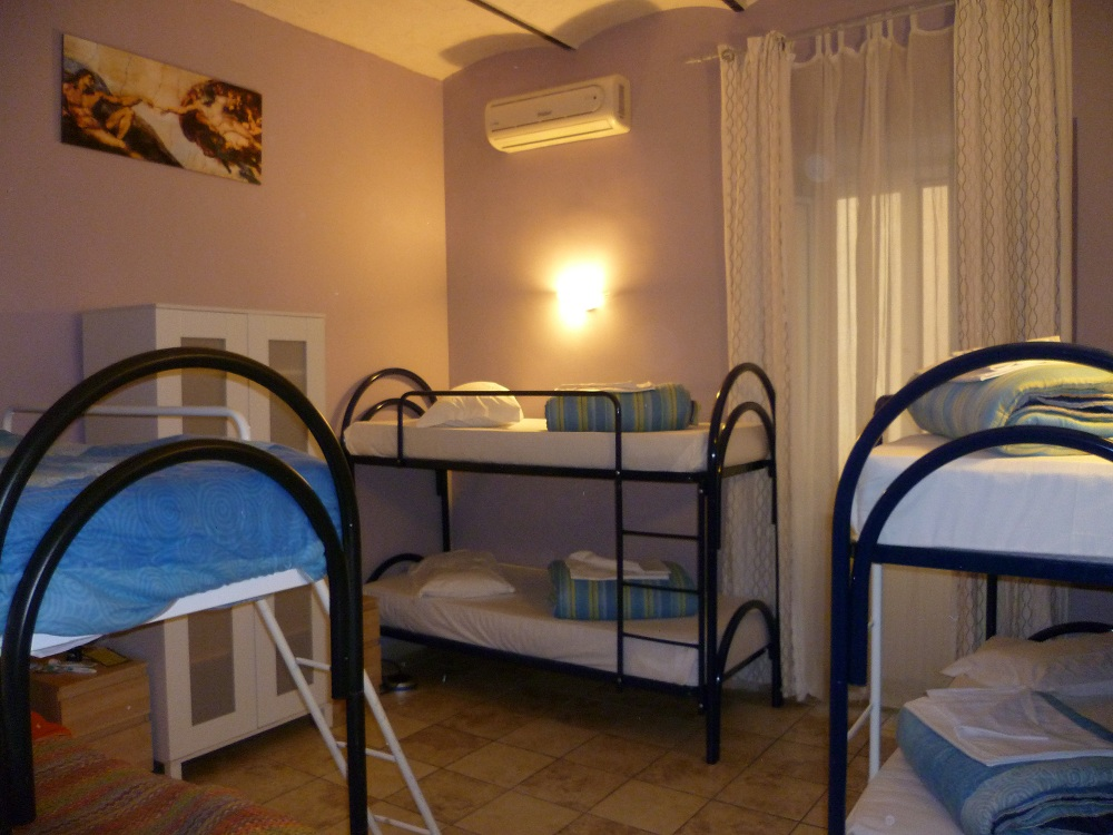 Român Holidays Hostel in Rome - Prices 2020 (Compare ...