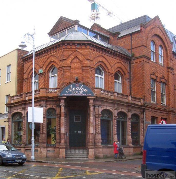 644 Credit Score >> Avalon House - Dublin, Ireland Reviews - Hostelz.com