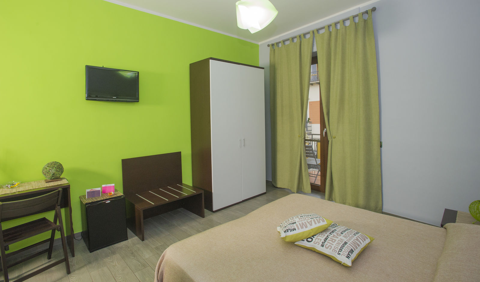 Bed and Breakfast Eco Pompei, double green with balcony.