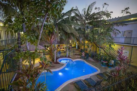 Cairns central yha hostel cairns australia reviews - University of queensland swimming pool ...