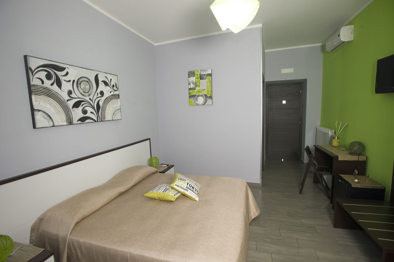 Bed and Breakfast Eco Pompei, double green room with balcony.