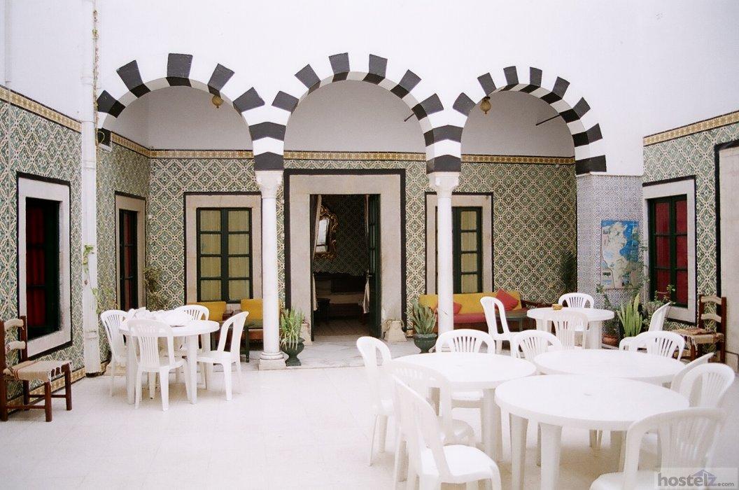 hi tunis auberge de jeunesse de tunis m dina hostel. Black Bedroom Furniture Sets. Home Design Ideas