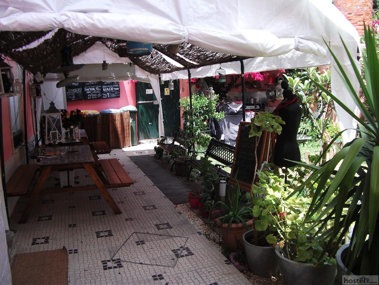 alfama patio hostel lisbon portugal reviews hostelz