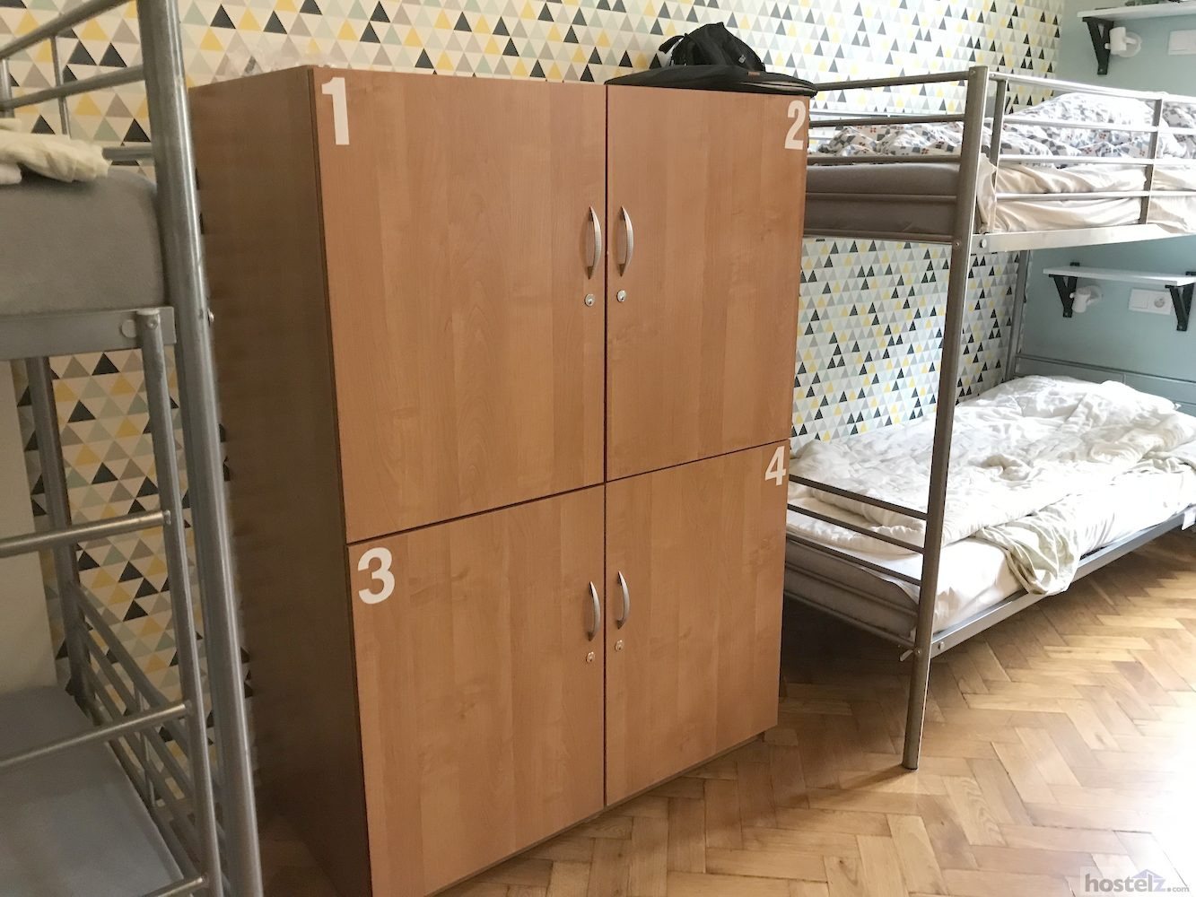 10 bed dorm storage